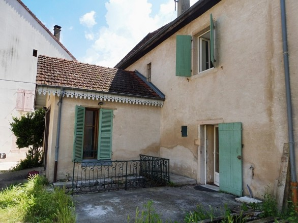 Maison de village composée de 2 appartements