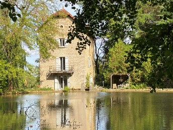 Ancien moulin en pierres